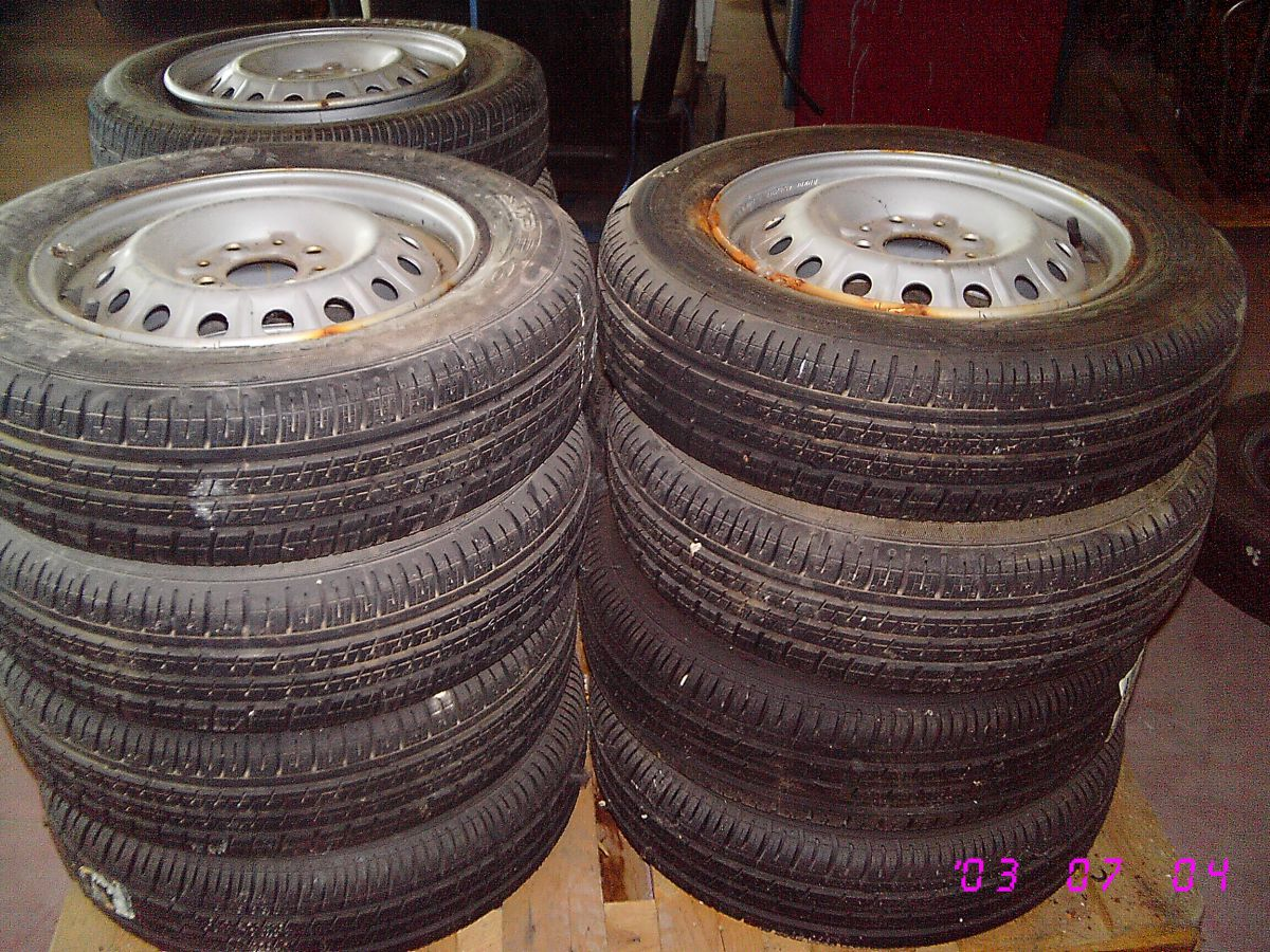 28D10 - RUOTE COMPLETE DUNLOP 155 70R13 MAI USATE